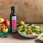 Salade de pousses d'épinard aux trois pommes et à l'huile de sésame